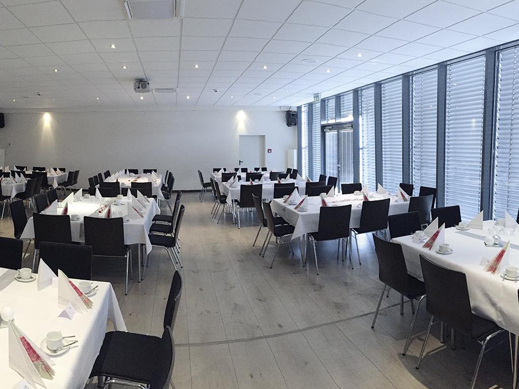 Westpress Arena Hamm - VIP-Raum, eingedeckt für einen Geburtstag