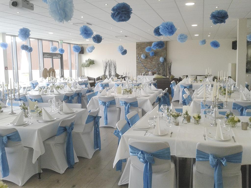 Westpress Arena Hamm - VIP-Raum, eingedeckt in blau/weiß für eine Hochzeit.