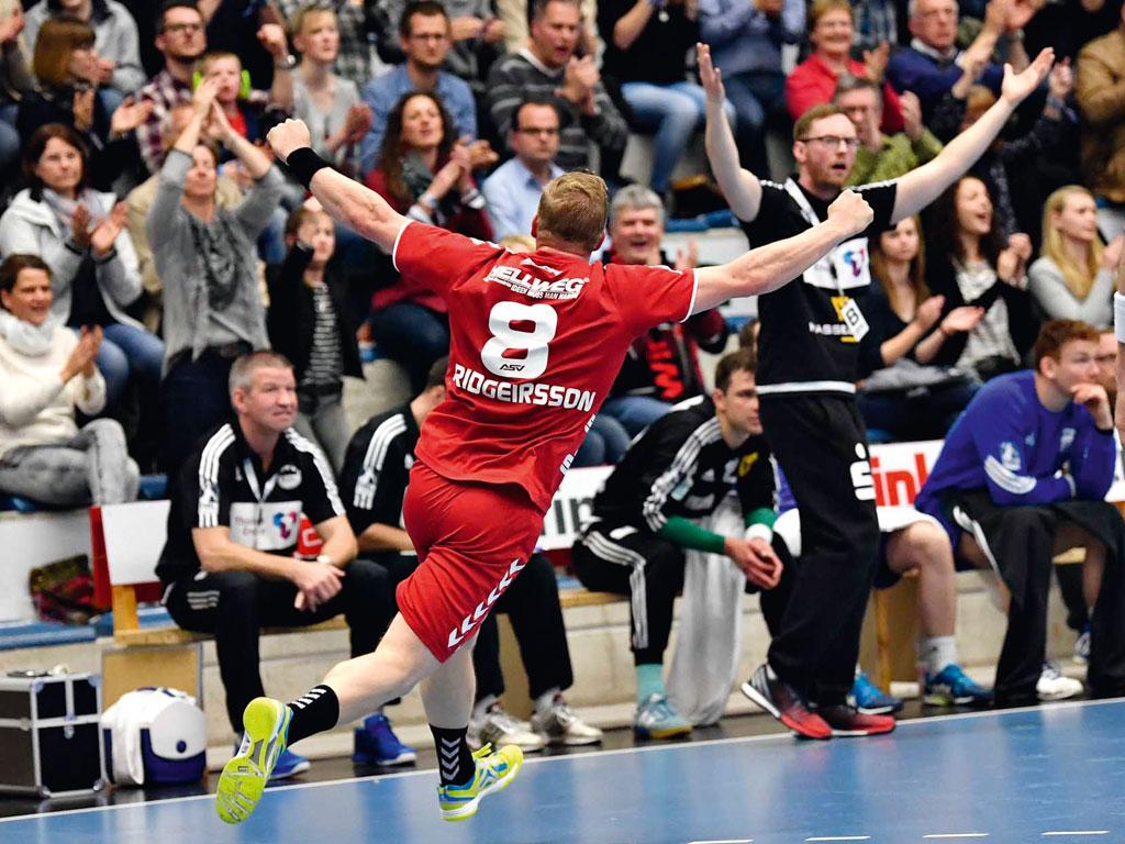 Westpress Arena Hamm - Torjubel beim Handballspiel des ASV Hamm.