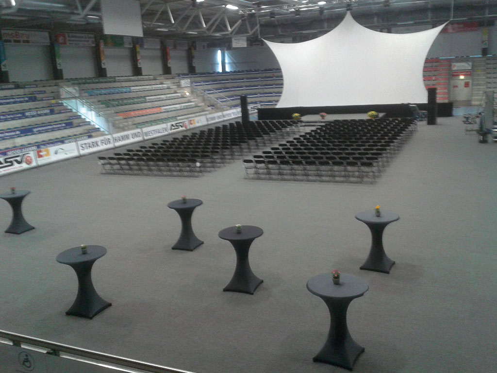 Westpress Arena Hamm - Der Arenabereich wird für eine Veranstaltung vorbereitet.